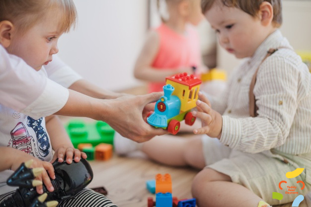 Ранняя социализация ребенка — польза или вред?